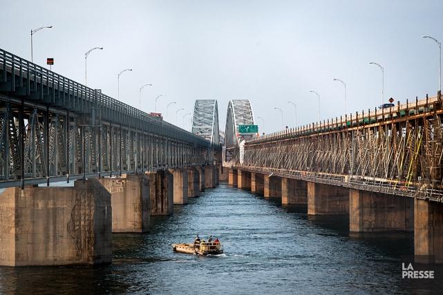 Les dommages les plus significatifs du pont Merciertouchent... (PHOTO SIMON GIROUX, ARCHIVES LA PRESSE)
