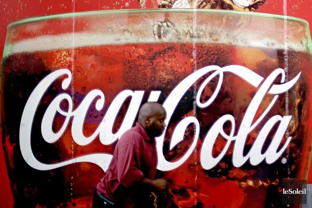 Le géant américain des boissons non-alcoolisées Coca-Cola a suspendu une grande... (Photothèque Le Soleil)