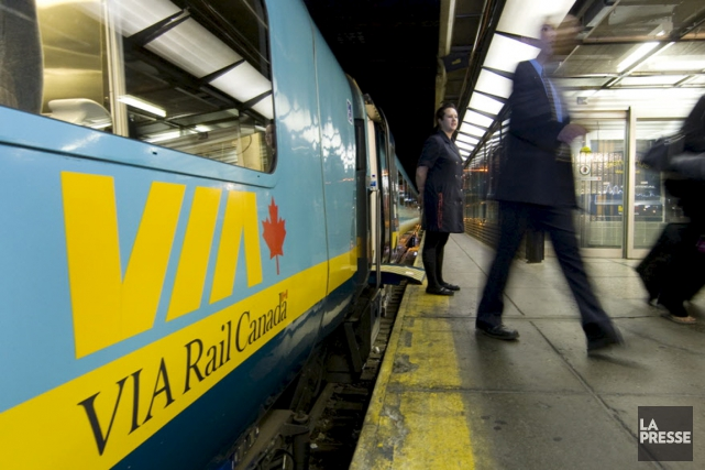 Le service de train de passagers de VIA... (La Presse)