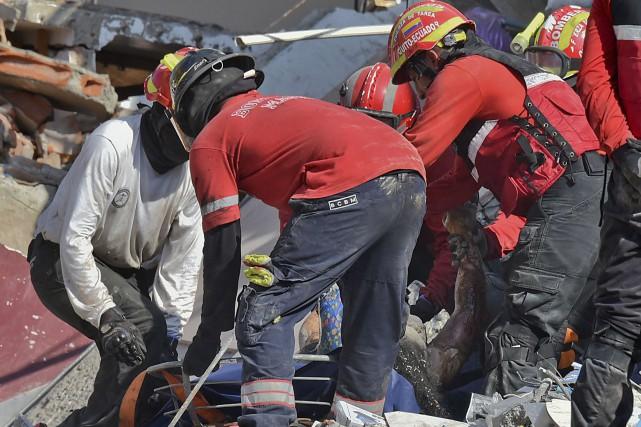 Trois jours après le séisme meurtrier en Équateur,... (AFP, Luis Acosta)