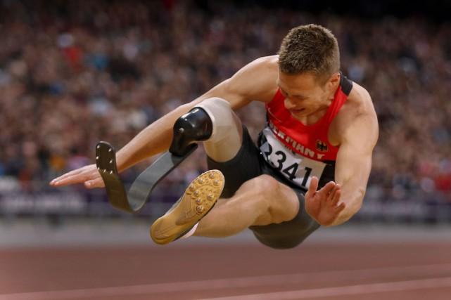 Le champion paralympique de saut en longueur Markus... (AP, Matt Dunham)