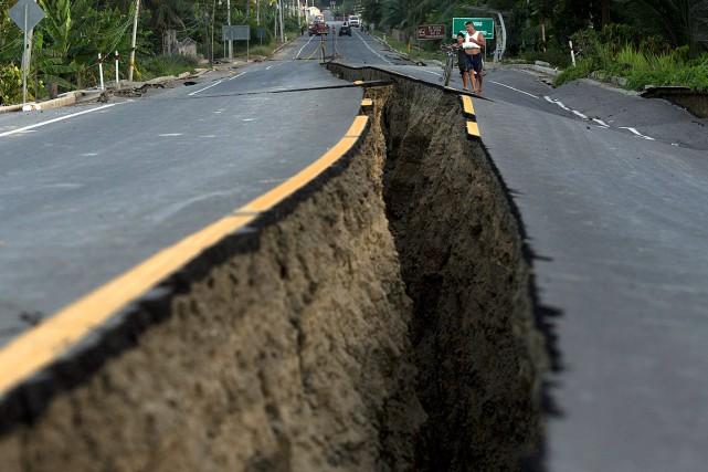 Leséisme dévastateur de samedi dernier de 7,8 sur... (PHOTO RODRIGO ABD, ARCHIVES ASSOCIATED PRESS)