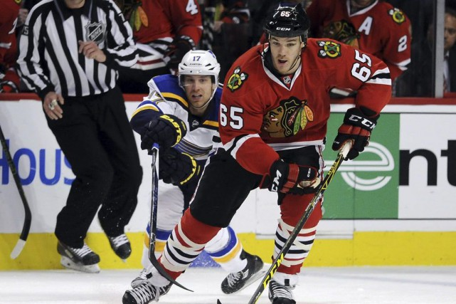 Andrew Shaw manquera le match no 5 de la... (Photo David Banks, USA Today Sports)