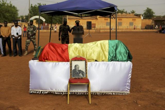 Le corps du photographe Malick Sidibe a été... (PHOTO REUTERS)