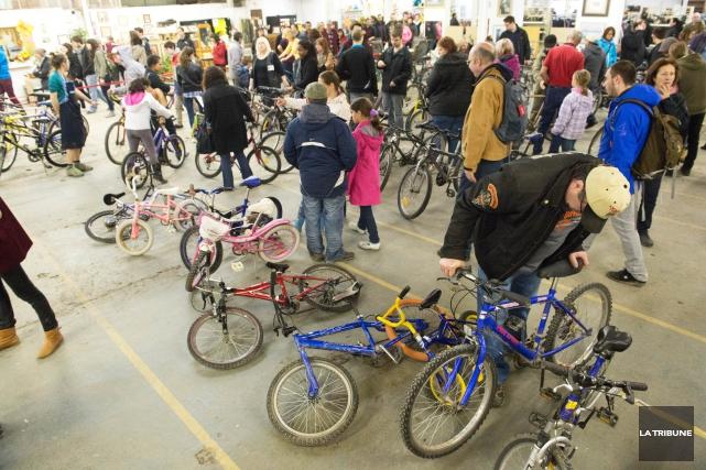 Près de 600 vélos d'occasion seront mis en vente samedi par la Ville de... (Archives La Tribune, René Marquis)