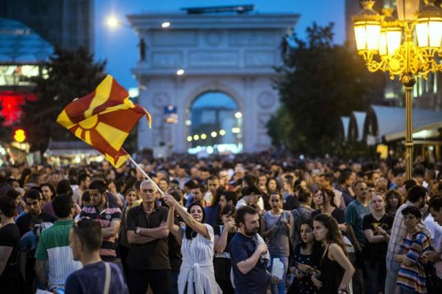 Dans la soirée de mercredi, plusieurs milliers de... (PHOTO AFP)