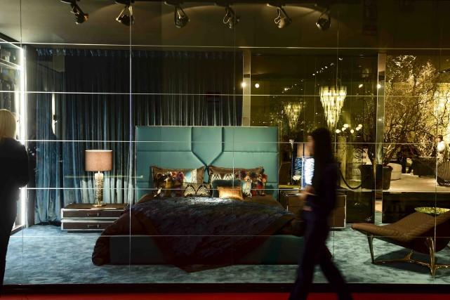 Le kiosque Cavalli au Salon du meuble de... (AFP, Olivier Morin)