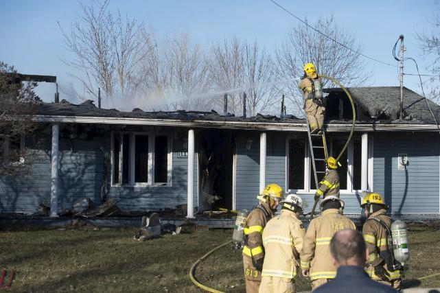 Le feu a lourdement endommagé cette maison de... (Stéphane Lessard)