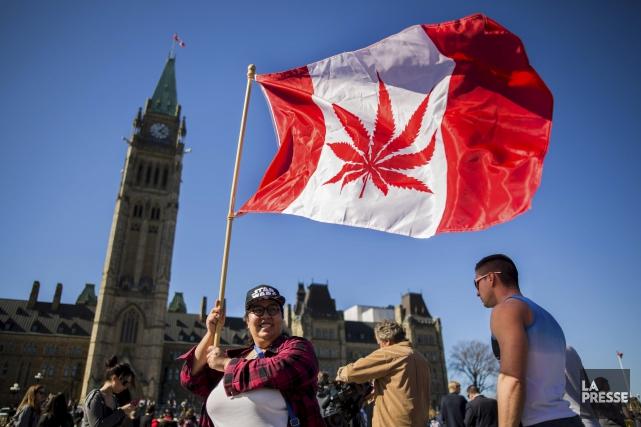 De nombreux partisans de la légalisation du cannabis... (AFP, Chris Roussakis)