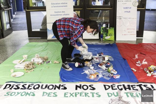Chloé Gourde a aidé les étudiants du Cégep... (Etienne Ranger, LeDroit)