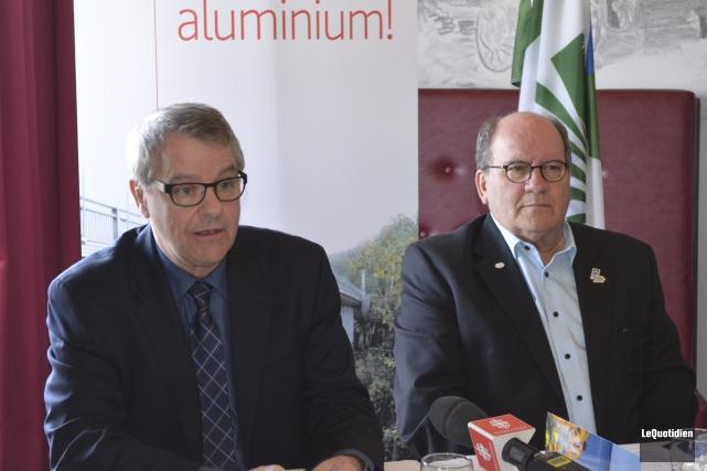 Réal Daigneault et Lucien Boivin ont annoncé la... (Photo Le Quotidien, Louis Potvin)