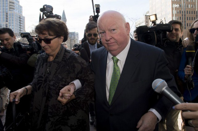 Mike Duffy était accompagné de sa femme Heather... (Justin Tang, La Presse Canadienne)
