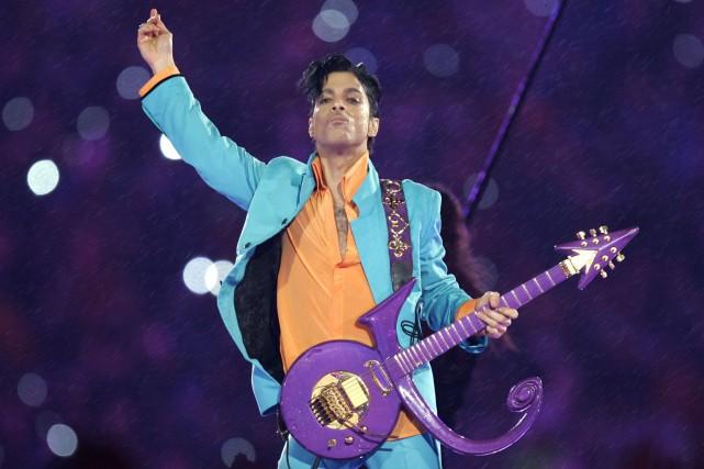 Prince en 2007, durant le Super Bowl... (AP, Chris O'Meara)