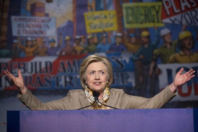 Hillary Clintona dénoncé l'«épidémie» de morts par arme... (Photo Pablo Martinez Monsivais, Archives AP)