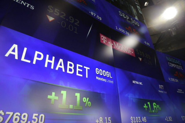 L'action d'Alphabet, société mère de Google, a bondi... (Photo Mark Lennihan, Archives AP)