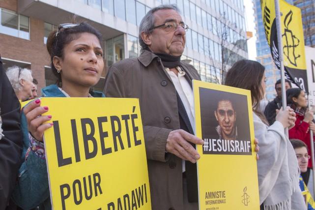Ensaf Haidar, l'épouse du blogueur Raif Badawi, participe... (PHOTO RYAN REMIORZ, LA PRESSE CANADIENNE)