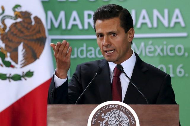 Le président mexicain Enrique Peña Nieto énonçant son... (PHOTO EDGARD GARRIDO, REUTERS)