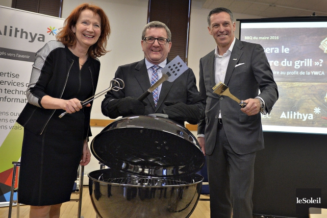 Le 4e BBQ du maire souhaite amasser 60 000$ au profit de la YWCA de Québec. (Le Soleil, Patrice Laroche)
