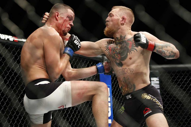 Conor McGregor (à droite) et Nate Diaz (à... (Associated Press)