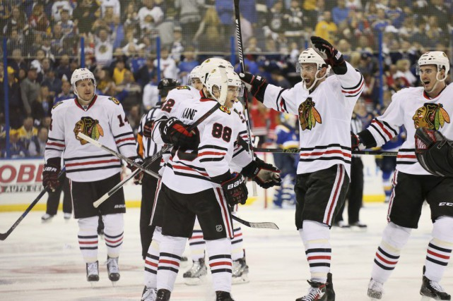 Patrick Kane (88) a donné la victoire aux... (PHOTO CHRIS LEE, AP/ST. LOUIS POST-DISPATCH)
