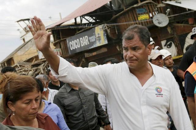 Le président Rafael Correa, visiblement bouleversé par la... (PHOTO HENRY ROMERO, ARCHIVES REUTERS)