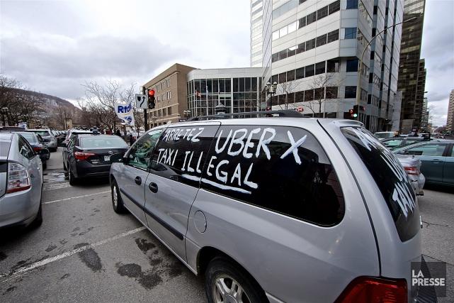 Des chauffeurs de taxi manifestent régulièrement leur mécontentement... (Photo André Pichette, archives La Presse)