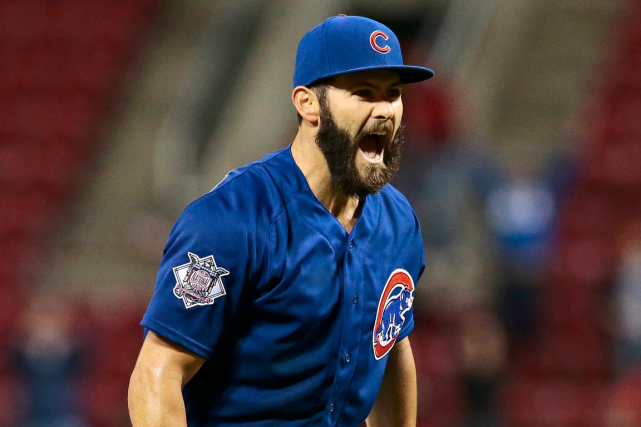 L'as lanceur des Cubs Jake Arrieta a signé... (Photo Sam Greene, AP)