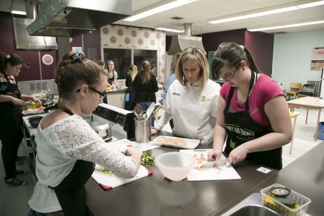 Les quatre équipes des Brigades culinaires de l'école... (Spectre Média, René Marquis)