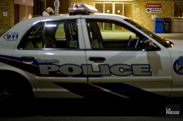 Une arbalète a été trouvée au sol près... (Photo Archives La Presse Canadienne)
