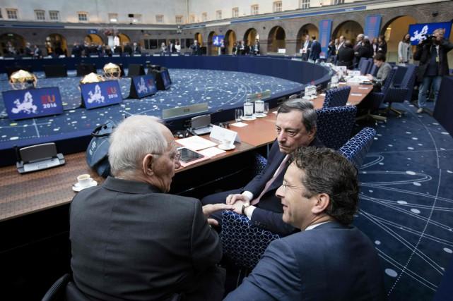 Les ministres des Finances allemand Wolfgang Schauble et... (Photo Bart Maat, AFP)