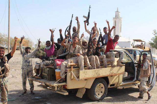 Les forces loyales aux président participent à une... (Photo SALEH AL-OBEIDI, AFP)