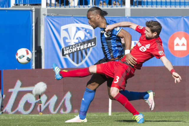 Drogba a souvent été la cible des passes... (Photo La Presse Canadienne)