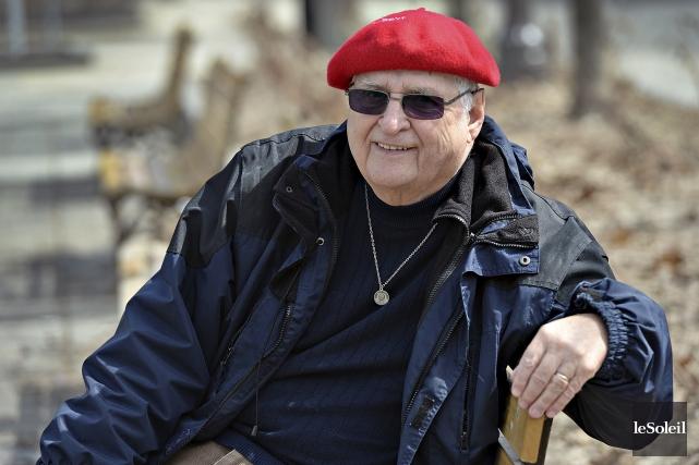 Depuis 40 ans, André Larouche offre aux mourants... (Le Soleil, Patrice Laroche)
