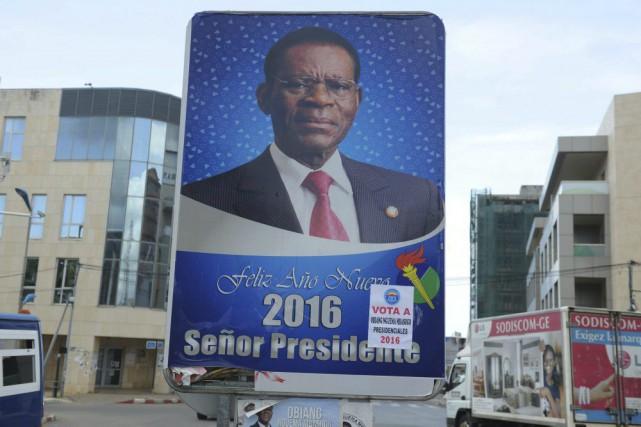Une pancarte électorale du président sortantTeodoro Obiang Nguema.... (PHOTO AGENCE FRANCE-PRESSE/STRINGER)