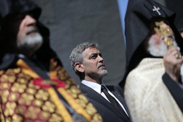 George Clooney,le président arménien Serge Sarkissian et des... (PHOTO VAHAN STEPANYAN, AP/PAN)
