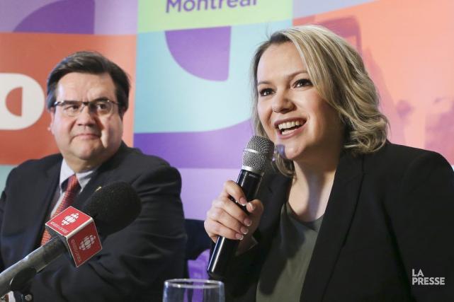 Denis Coderre aux côtés de la candidate Christine... (PHOTO ROBERT SKINNER, ARCHIVES LA PRESSE)