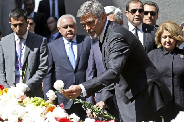 George Clooneya marché jusqu'au sommet de la colline... (AP, Vahan Stepanyan)