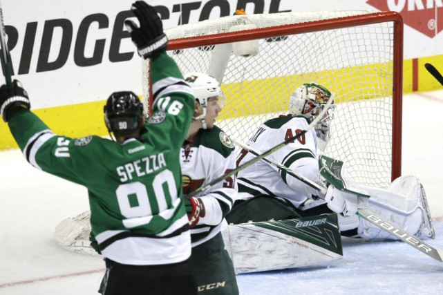 Jason Spezza a accumulé un but et trois aides, Jamie Benn a inscrit un but et... (Photo AP)