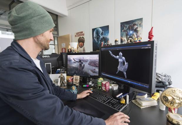 Jan Burda, un employé de Mackevision, travaille sur... (AFP, Thomas Kienzle)