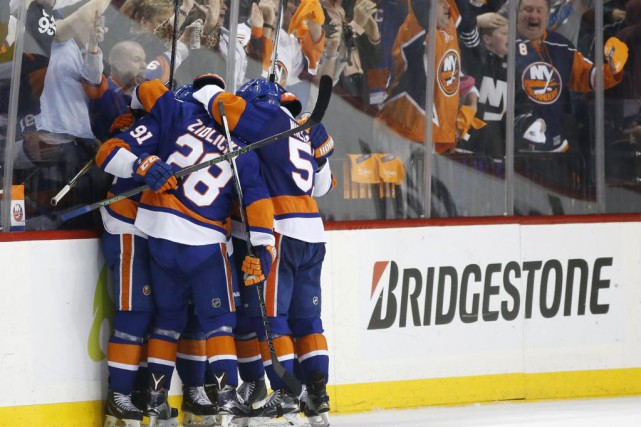 Les Islanders affronteront le Lightning au deuxième tour.... (PHOTO ASSOCIATED PRESS)