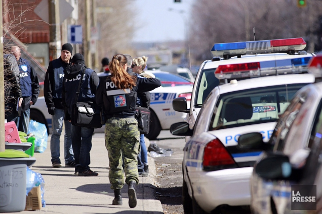 Vers 8 h, «les policiers du SPVM se... (PHOTO DAVID BOILY, LA PRESSE)