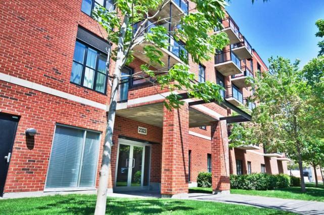 Cet appartement (au 2e étage) avec terrasse privée... (PHOTO FOURNIE PAR LES COURTIERS)