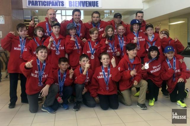 L'équipe a remporté la médaille de bronze lors... (Photo tirée de Facebook)