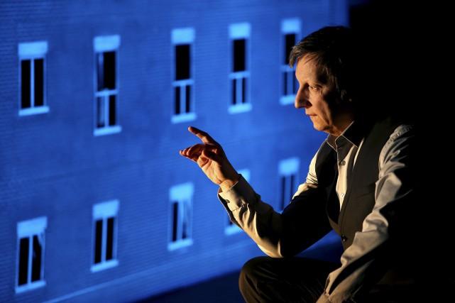Robert Lepage sur la scène de La Comète,... (photoFRANCOIS NASCIMBENI, archives agence france-presse)