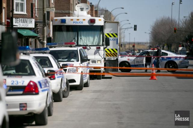 Vers 8 h, «les policiers du SPVM se... (David Boily, La Presse)