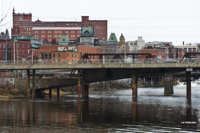 Le pont des Grandes-Fourches doit être reconstruit d'ici... (Archives, La Tribune)