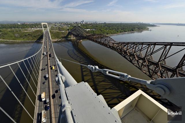 Alors que la peinture du pont de Québec... (Photothèque Le Soleil, Patrice Laroche)