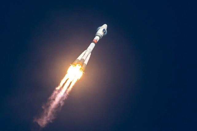 Le lanceur russe Soyouz a placé en orbite avec succès deux satellites, l'un... (PHOTO AFP)