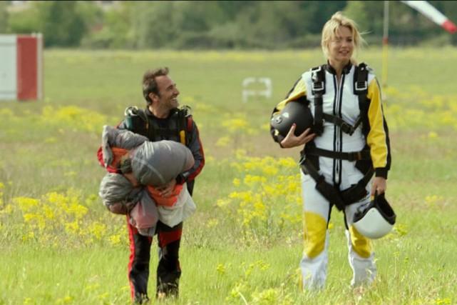 Jean Dujardin et Virginie Efira dans Un homme... (PHOTO FOURNIE PAR GAUMONT)