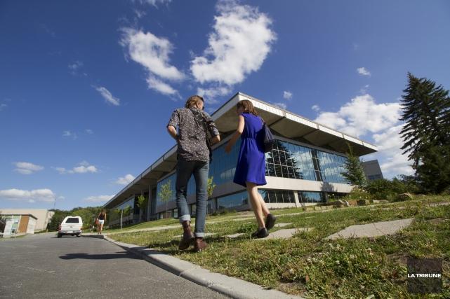L'Université de Sherbrooke devra trouver 5,4 M $ afin d'équilibrer son budget... (Archives La Tribune, René Marquis)